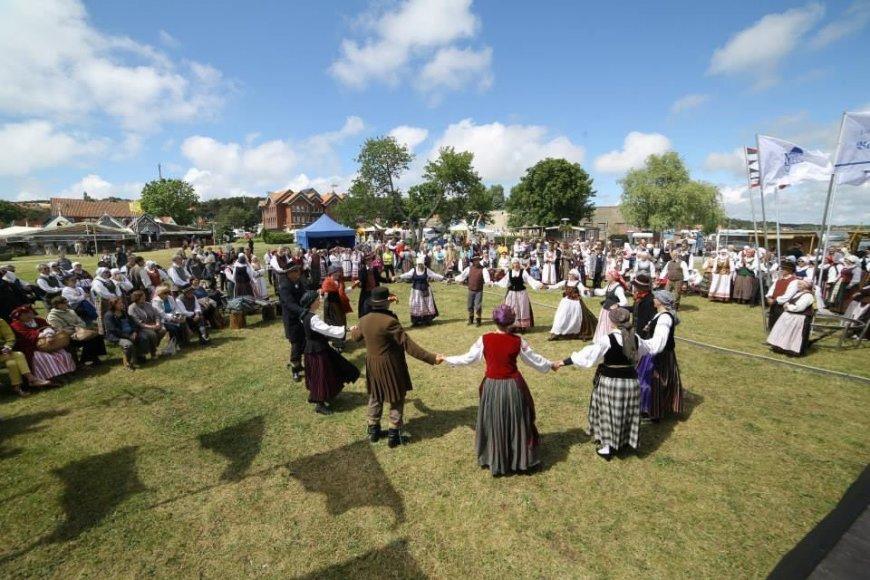 """Į Neringą kviečia folkloro festivalis """"Tek saulužė ant maračių"""""""