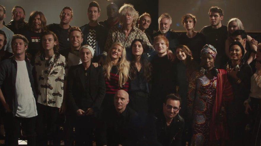 """Britų muzikos žvaigždės pristatė naują dainos """"Do they know it's Christmas"""" versiją"""