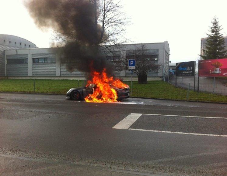 """Porsche 911 GT3"" gaisras Šveicarijoje"