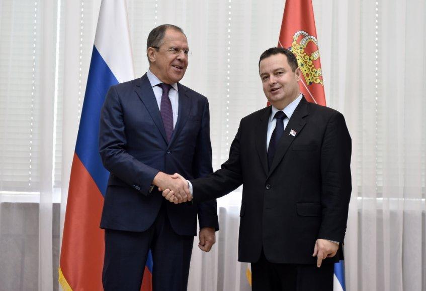 Rusijos užsienio reikalų ministras Sergejus Lavrovas ir Serbijos užsienio reikalų ministras Ivica Dačičius
