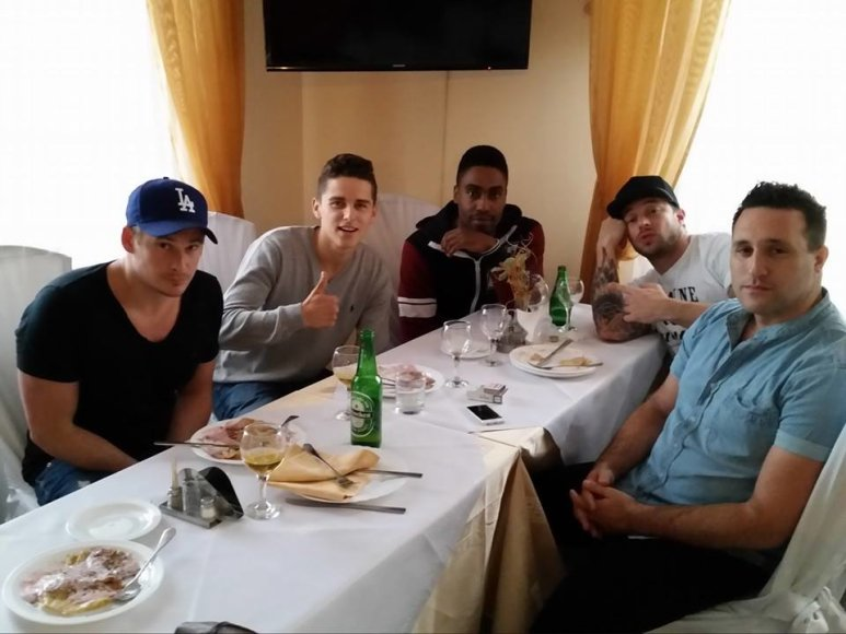 "Donatas Montvydas su grupės ""Blue"" nariais"