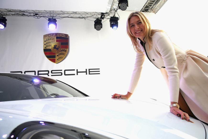 """Maria Sharapova ir jos """"Porsche Panamera GTS"""""""