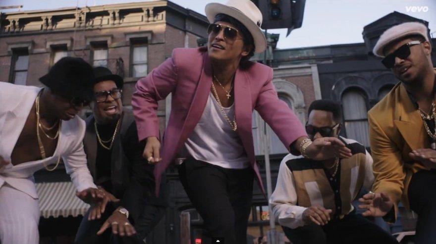 """Bruno Marsas dainos """"Uptown Funk"""" vaizdo klipe"""