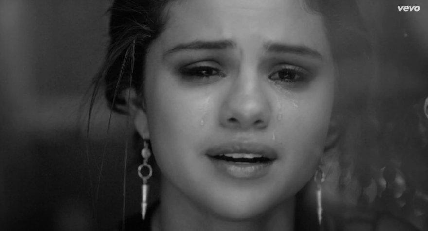 """Selena Gomez dainos """"The Heart Wants What It Wants"""" vaizdo klipe"""