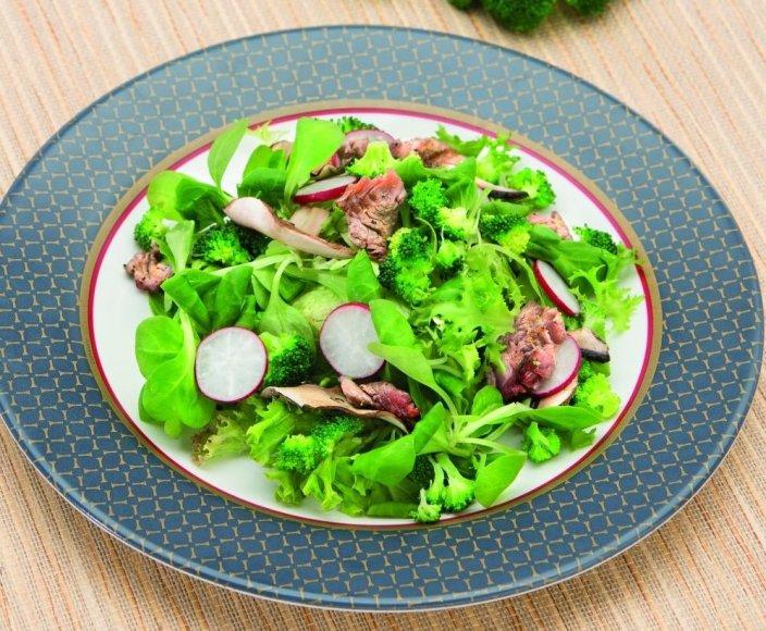 Jautienos išpjovos salotos su brokoliniais kopūstais