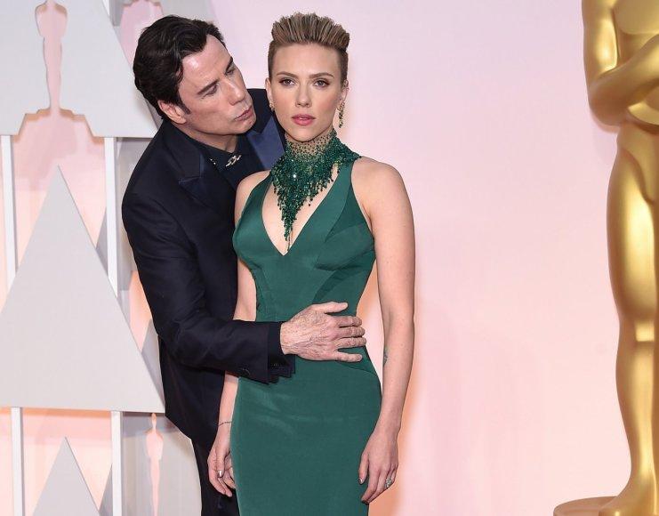 Scarlett Johansson ir Johnas Travolta