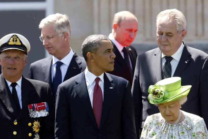 Pasaulio lyderiai, tarp jų - Barackas Obama ir Vladimiras Putinas, išsilaipinimo Normandijoje minėjime Prancūzijoje