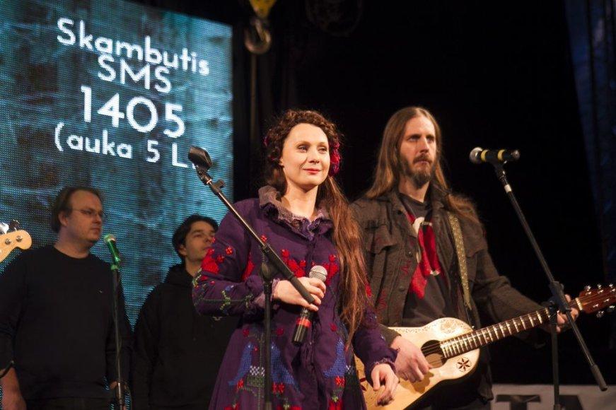 """Grupė """"Skylė"""" ir Aistė Smilgevičiūtė"""