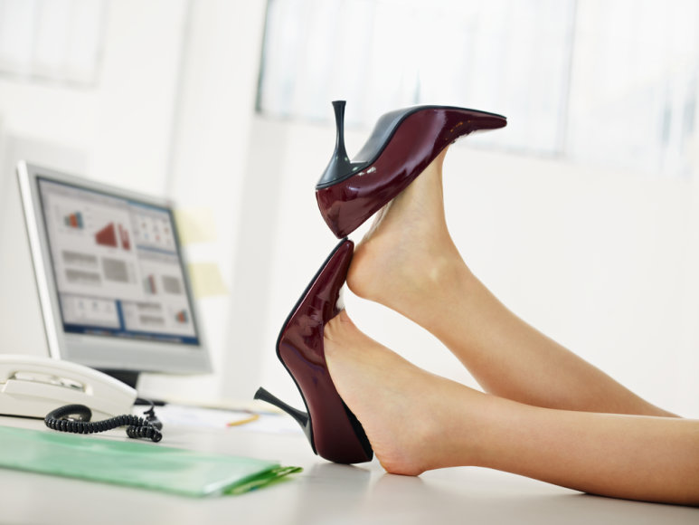 Kojų prakaitas – didelį diskomfortą kelianti problema