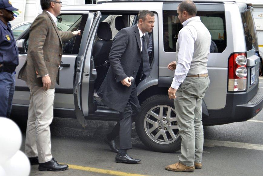 Oscaras Pistoriusas atvyksta į teismą