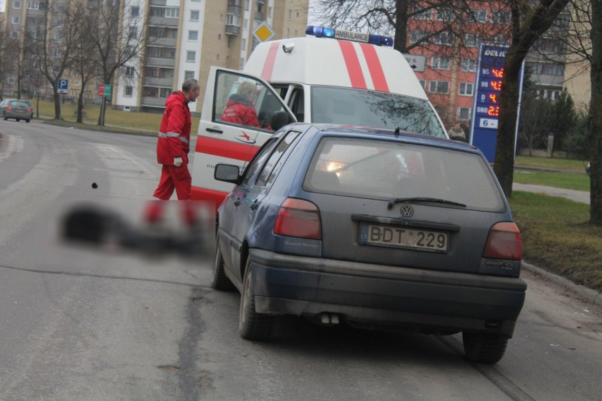 """VW Golf"" mirtinai partrenkė pėsčiąjį"