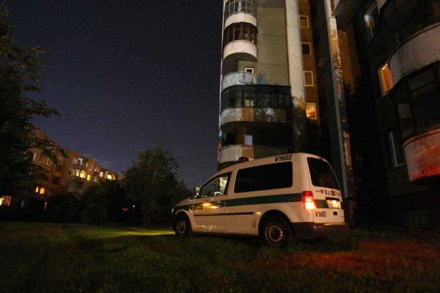 Vilniuje, Šeškinės gatvėje, iš dvylikto aukšto iškrito mergina