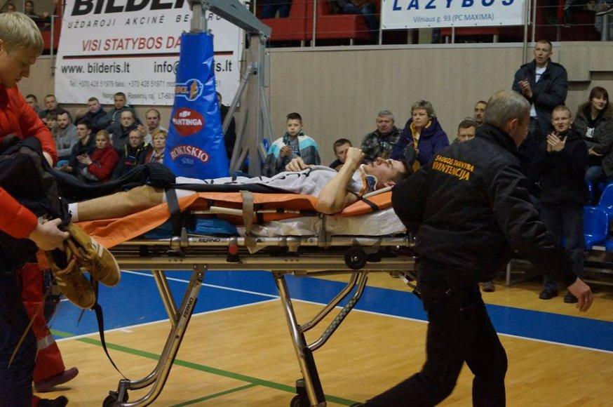 Eivydas Mološčiakas areną paliko su medikų pagalba