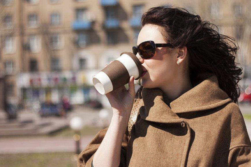Geriant kavą
