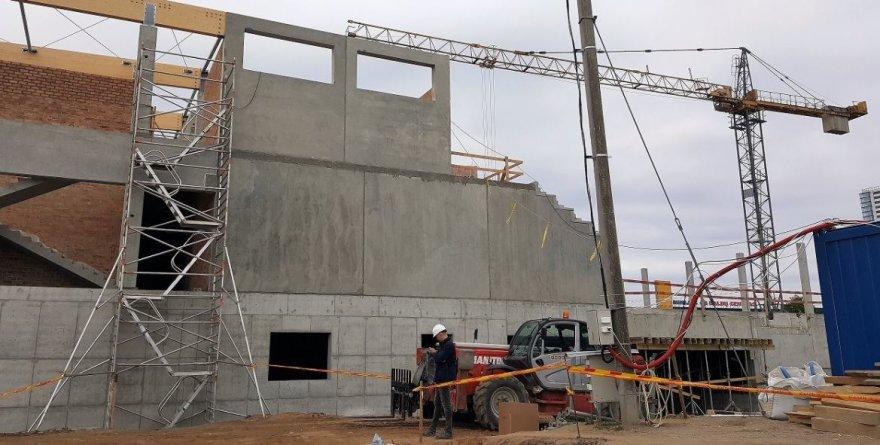 Klaipėdoje intensyviai statomas tarptautinius standartus atitiksiantis baseinas. Rugsėjį tikimasi jau montuoti stogą.