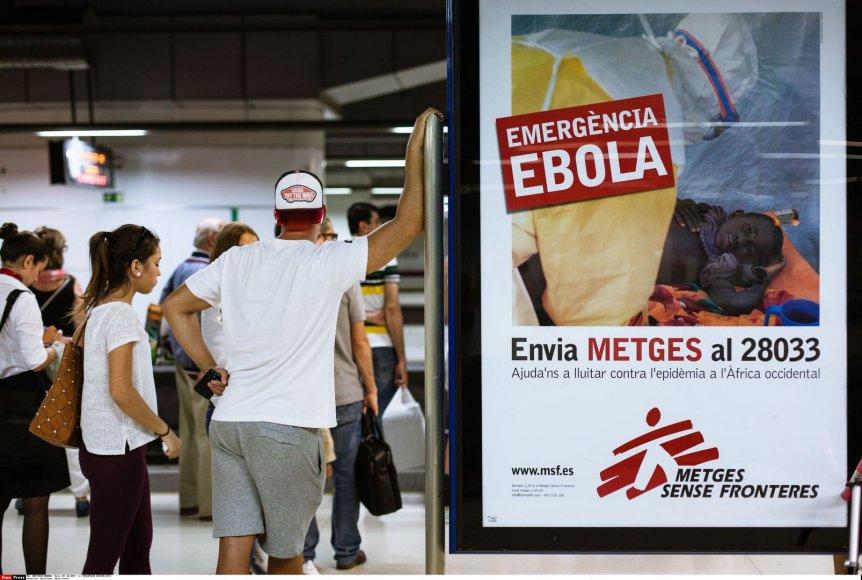 Barselonos oro uoste esantis plakatas, perspėjantis apie Ebolos viruso grėsmę