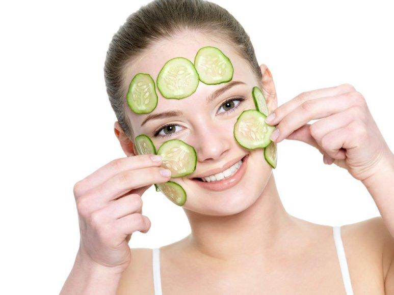Agurkų kaukė ypač tinka išsausėjusiai veido odai.