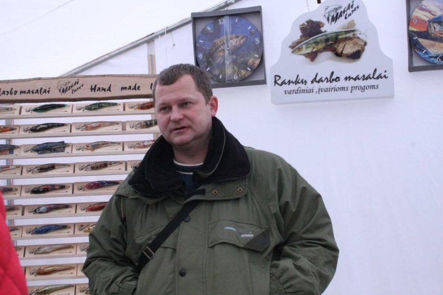 Aidas Macijauskas pats dalyvauja mugėse ir parodose, kur pristatomi jo dirbiniai žvejams.