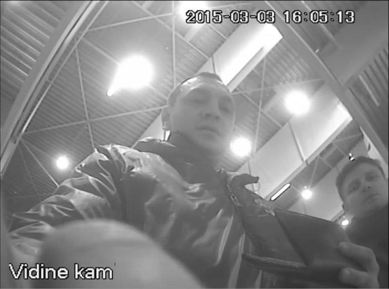 Islandijos plente esančiame prekybos centre buvusį bankomatą nuniokojo du vyriškiai