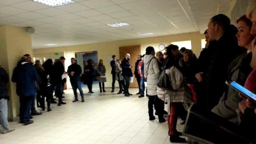 Klaipėdos mokyklose nusidriekė būsimų pirmokėlių tėvų eilės