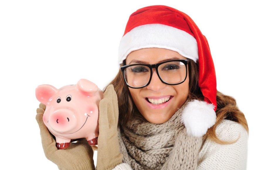 Dauguma Lietuvos gyventojų netaupo ir nesiskolina Kalėdoms, nors neretai išleidžia daugiau nei planavo.