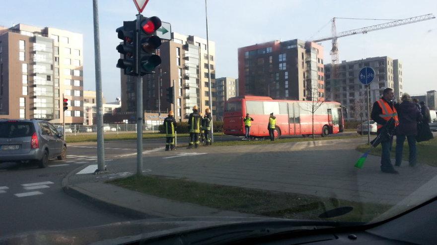 Vilniuje autobusas pervažiavo dviratininkę.