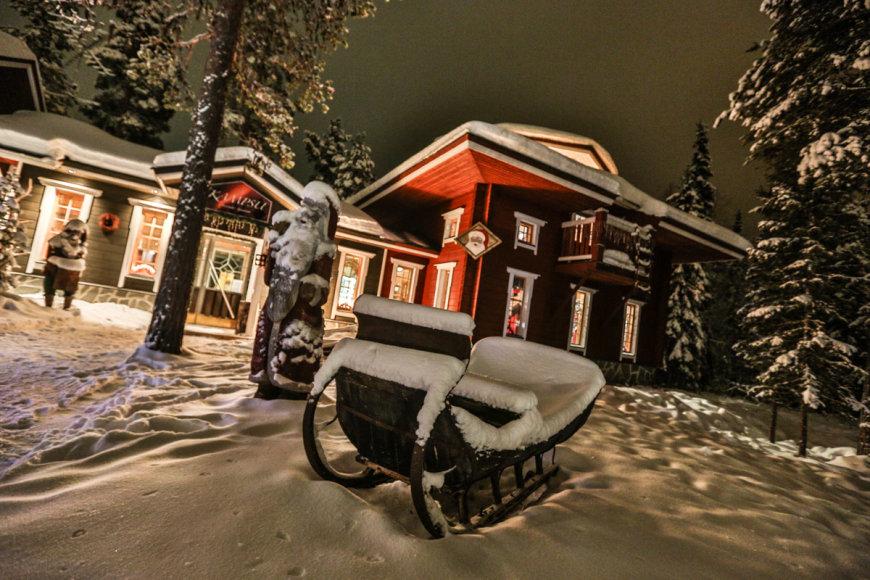 Vietiniai pasakojo, kad ši žiema Suomijoje – neįprastai šilta. Nors ir buvo daug sniego, tačiau pastarosiomi savaitėmis šalo iki -7 laipsnių, kai pernai tuo pačiu metu kando -35 laipsnių šaltukas.