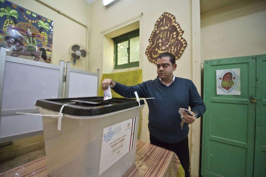 Egipte vyksta referendumas dėl naujos šalies konstitucijos.