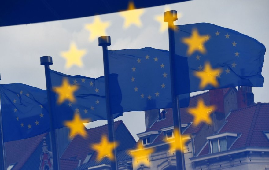 ES vėliavos netoli Europos Komisijos pastato Briuselyje