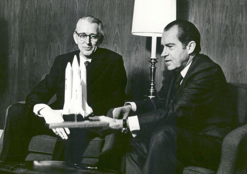 Richardas Nixonas (dešinėje)