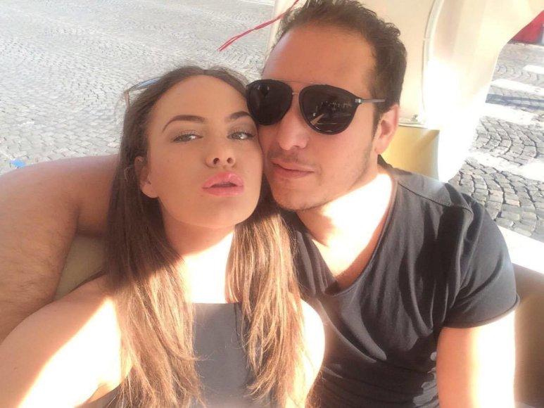 Aaronas Perezas su mergina Urte