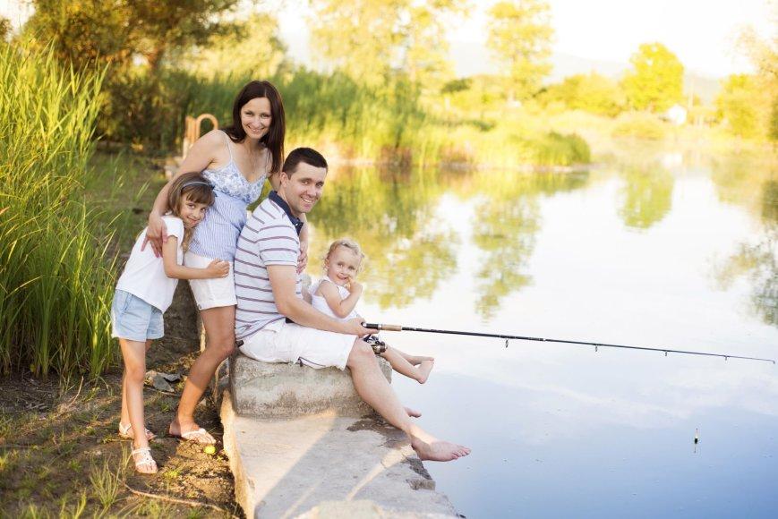 Šeimos mėgsta ilsėtis sodybose ir kempinguose prie vandens