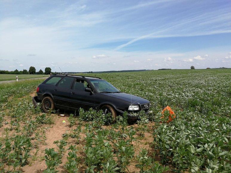 """Jonavos rajone """"Audi"""" nuvažiavo į griovį"""