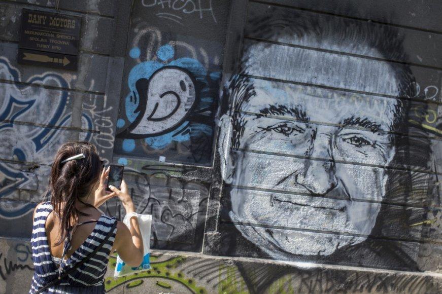 Robino Williamso portretas ant sienos Belgrade