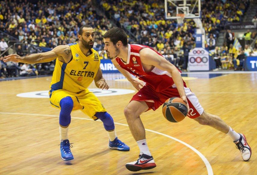 Bryanas Randle'as ir Nikola Kaliničius (su kamuoliu)