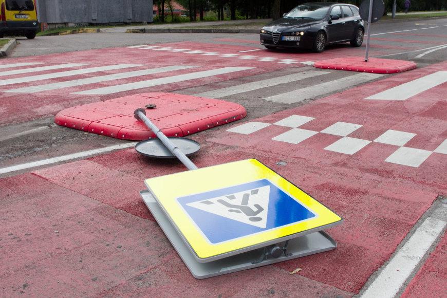 Prieš pėsčiųjų perėjos (Šeškinės g. 25, Vilnius) pristatymą įvyko avarija.
