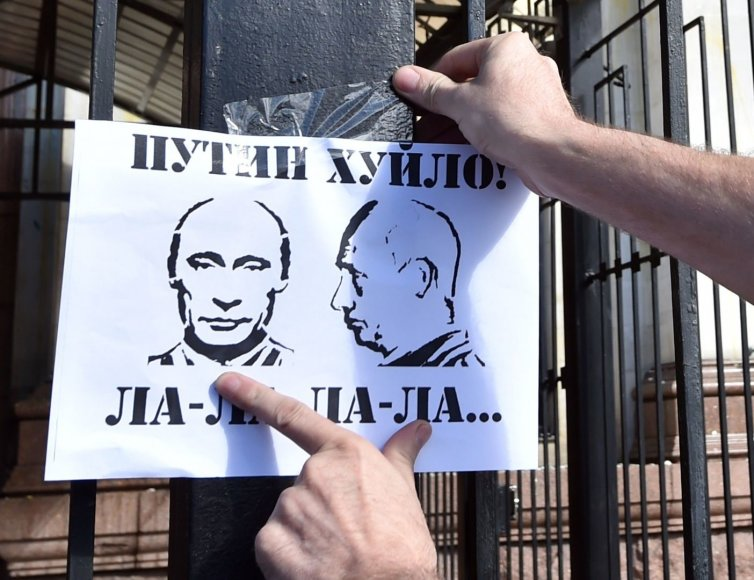 Protestas prie Rusijos ambasados Kijeve