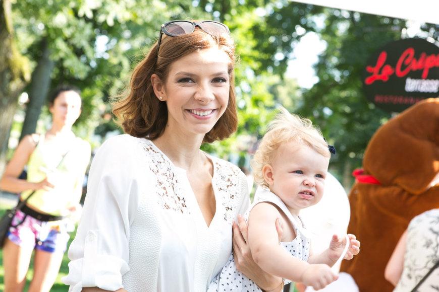 Karolina Liukaitytė su dukra Lukrecija