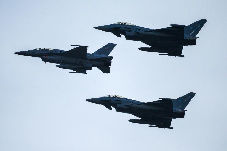 """Lenkijos naikintuvai F-16 """"Fighting Falcon"""""""