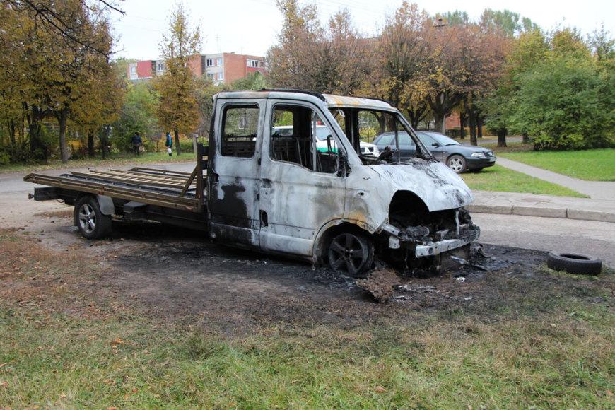 """Ukmergėje sudegintas """"Opel Manono"""""""