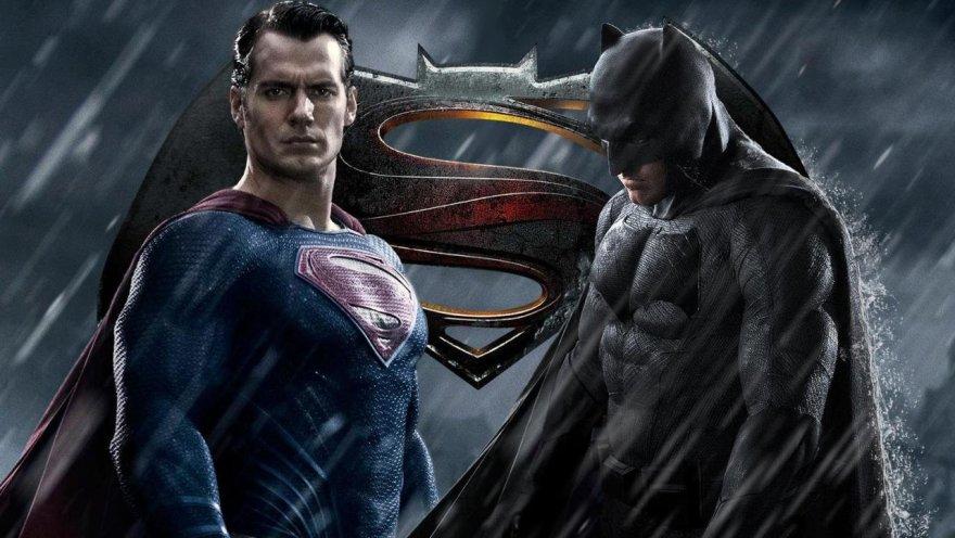 """Henry Cavillas ir Benas Affleckas filme """"Betmenas prieš Supermeną: teisingumo aušra"""""""