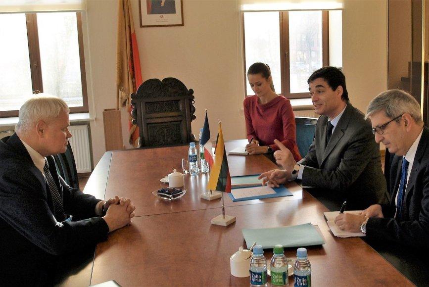 Klaipėdos meras Vytautas Grubliauskas rotušėje susitiko su Prancūzijos ambasadoriumi Philippe Jeantaud