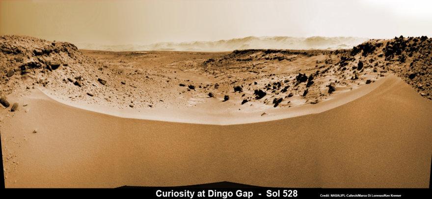 """Marsaeigiui """"Curiosity"""" kelią pastojo smėlio kopa"""