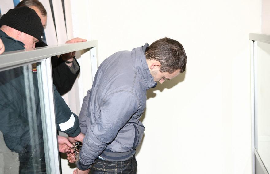Į teismą vedamas Valdas Jankauskas