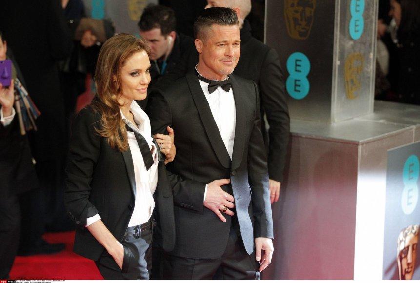 Angelina Jolie ir Bradas Pittas.