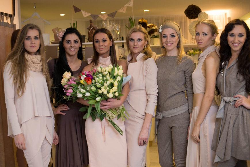 Viktorija Vaičiulienė (trečia iš kairės) su modeliais