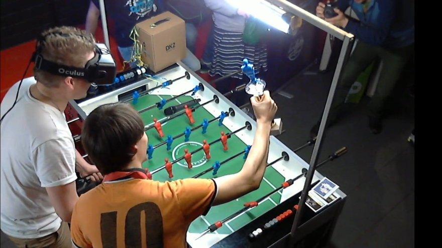 Stalo futbolas ir virtuali realybė