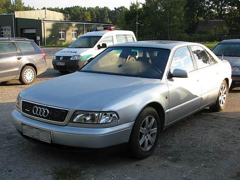 """Pagėgių pasieniečiai nustatė, kad """"Audi A8"""" registracijos liudijimas - suklastotas"""