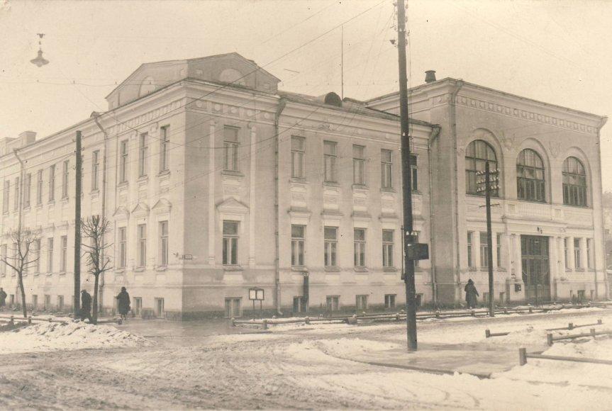 1922 m. ikurtas Lietuvos universitetas. Nuotraukoje – LU I rumai, dabar – KTU SHMMF