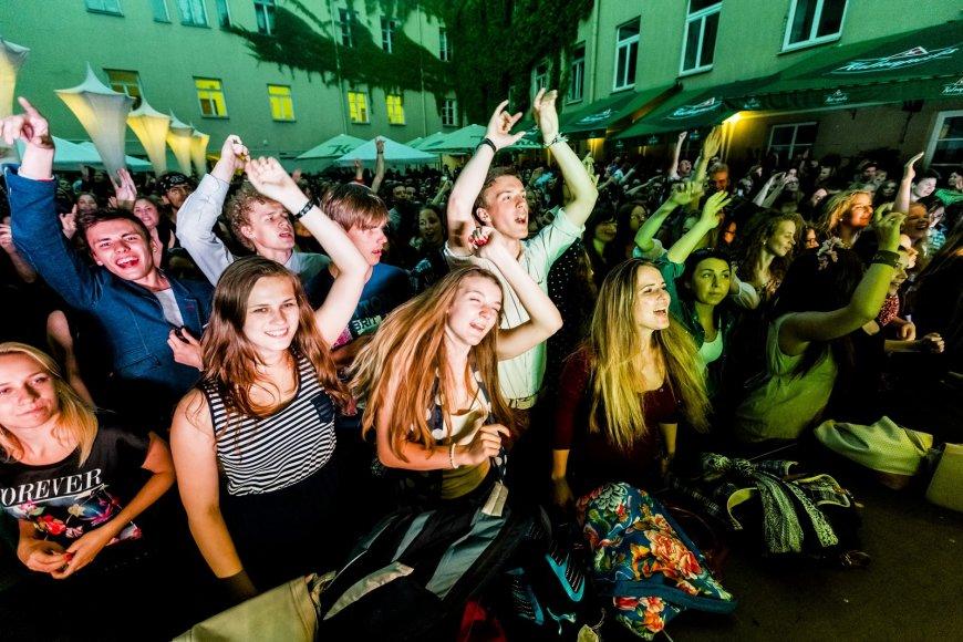 """""""Golden Parazyth"""" ir """"Beissoul & Einius"""" koncertas Mokytojų namų kiemelyje"""